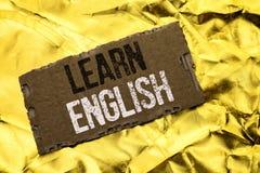Pisać nutowym seansie Uczy się angielszczyzny Biznesowa fotografia pokazuje naukę inny język Uczy się Coś Cudzoziemski Komunikacy fotografia stock