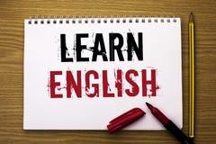Pisać nutowym seansie Uczy się angielszczyzny Biznesowa fotografia pokazuje naukę inny język Uczy się Coś Cudzoziemski Komunikacy zdjęcia royalty free