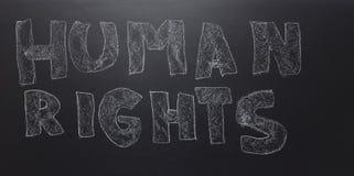 Pisać słowie - prawa człowieka na blackboard obrazy stock