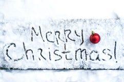 Pisać tekst Wesoło boże narodzenia na śniegu fotografia stock