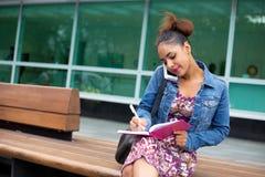Pisać w dzienniczku Fotografia Royalty Free
