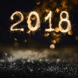 2018 pisać z błyskotanie fajerwerkiem na czarnym tle, 2018 brzęczeń Obrazy Stock