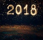 2018 pisać z błyskotanie fajerwerkiem na czarnym tle, 2018 brzęczeń Fotografia Royalty Free