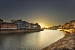 Pisa, Arno rzeka zmierzch Lungarno widok włochy Toskanii zdjęcie stock