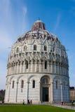 Pisa, Baptisery, Koepel Stock Afbeeldingen