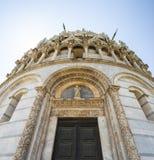 Pisa Baptistery av St John royaltyfri foto