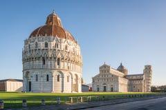 Pisa-Baptistery, die Pisa-Kathedrale und der Turm von Pisa Lizenzfreies Stockbild