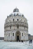 Pisa-Baptistery, Schnee Lizenzfreie Stockbilder