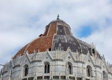Pisa - detalhe do Baptistery foto de stock royalty free