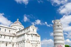 Pisa domkyrkaDuomo Cattedrale och benägenhettorn Torre på den Piazza del Miracoli fyrkanten arkivbilder