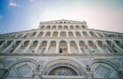 Pisa domkyrkakupol på piazzadeien Miracoli i Pisa, Tuscany, Italien Royaltyfria Foton