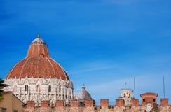 Pisa dopkapell, domkyrka och lutande torn royaltyfri bild