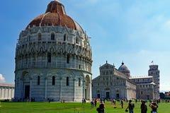 Pisa dopkapell, domkyrka och lutande torn, Italien Arkivfoton