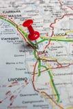 Pisa fijó en un mapa de Italia Imagen de archivo