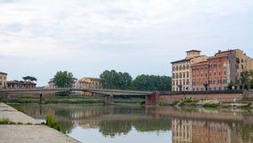 Pisa, fiume di Arno, primo mattino in Toscana, Italia, Europa Fotografie Stock Libere da Diritti