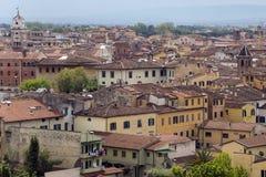 Pisa Gammal stad från det lutande tornet Arkivfoto