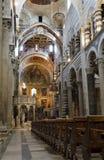 Pisa - Innenraum der Kathedrale stockfotos