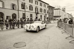 PISA, ITALIË - MEI 16, 2015: De concurrentieauto van Millemiglia langs c Royalty-vrije Stock Foto