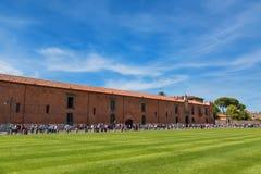 Pisa, Italië - Mei 24, 2017: Panorama van het vierkant van Mirakelen, Piazza dei Miracoli, Pisa, Italië Stock Afbeelding