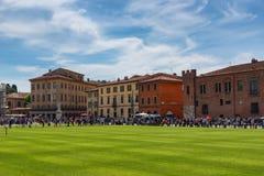 Pisa, Italië - Mei 24, 2017: Panorama van het vierkant van Mirakelen, Piazza dei Miracoli, Pisa, Italië Stock Afbeeldingen