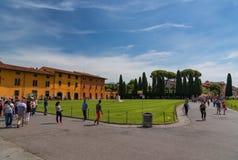 Pisa, Italië - Mei 24, 2017: Panorama van het vierkant van Mirakelen, Piazza dei Miracoli, Pisa, Italië Royalty-vrije Stock Afbeeldingen
