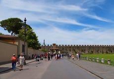 Pisa, Italië - Mei 24, 2017: Panorama van het vierkant van Mirakelen, Piazza dei Miracoli, Pisa, Italië Royalty-vrije Stock Afbeelding