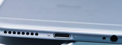 PISA, ITALIË - OKTOBER 13, 2014: Nieuwe Apple-iPhone 6 plus geïsoleerd Stock Afbeelding