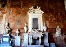 PISA, ITALIA - CIRCA FEBRERO DE 2018: El interior de Camposanto Monumentale en el cuadrado de milagros fotos de archivo libres de regalías