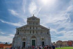 Pisa, Italia 24 de maio de 2017: Vista diária magnífica nos di Santa Maria Assunta de Cattedrale Metropolitana Primaziale da cate Fotos de Stock Royalty Free