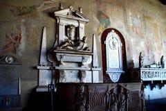PISA ITALIEN - CIRCA FEBRUARI 2018: Inre av den monumentala kyrkogården på fyrkanten av mirakel arkivfoto