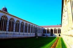 PISA, ITALIEN - CIRCA IM FEBRUAR 2018: Der Innenraum des monumentalen Kirchhofs am Quadrat von Wundern stockbild