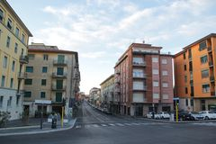 Pisa, Italien - September 03,2017: Schöne und bunte Häuser morgens an Pisa-Stadt lizenzfreie stockbilder