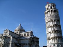 Pisa-Kathedrale und lehnender Kontrollturm stockfoto