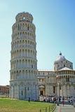Pisa-Kontrollturm, der im Quadrat von Wundern hängt Stockbild