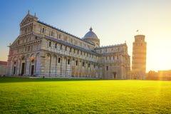 Pisa lutande torn och domkyrka på soluppgång Royaltyfri Bild