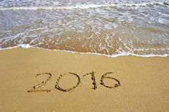 2016 pisać na piasek plaży - szczęśliwy nowego roku pojęcie Obrazy Royalty Free
