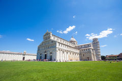 Pisa, Piazza del Duomo, con la basilica e la torre pendente Fotografia Stock