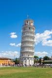 Pisa, Piazza del Duomo, con la torre pendente della basilica Fotografia Stock Libera da Diritti