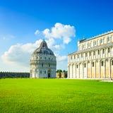 Pisa, quadrato di miracolo. Bapstistry e duomo della cattedrale. La Toscana, Italia Fotografia Stock Libera da Diritti