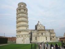 14 06 2017, Pisa, Toscana, Italia: Torre pendente di Pisa vicino al gatto Fotografia Stock