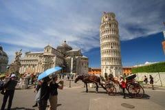 Pisa: Turisti nel quadrato dei miracoli, Toscana, Italia Immagine Stock Libera da Diritti