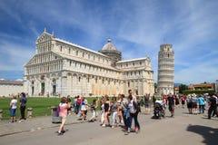 Pisa: Turisti nel quadrato dei miracoli, Toscana, Italia Fotografia Stock Libera da Diritti