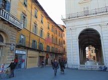 Pisa Tuscany Italien Sikt av den Logge di Banchi byggnaden och den Banchi gatan arkivbild
