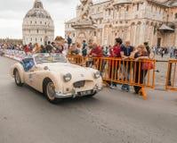 PISA WŁOCHY, MAJ, - 16, 2015: Mille miglia turniejowy samochód wzdłuż S Zdjęcie Royalty Free