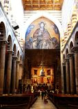 PISA, WŁOCHY - OKOŁO LUTY 2018: Wnętrze Pisa katedra przy kwadratem cudy fotografia stock