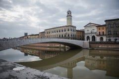 PISA, WŁOCHY PAŹDZIERNIK 22, 2016 architektura Pisa miasto z tra zdjęcie stock