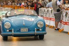 PISA WŁOCHY, MAJ, - 16, 2015: Mille miglia rywalizaci samochód Obraz Royalty Free