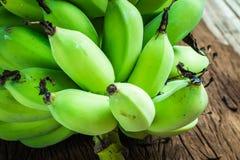Pisang Awak banan na drewnianym Obrazy Stock