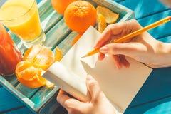 pisanie kobiety obrazy stock