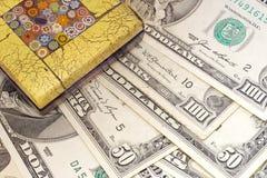 Pisapapeles para el dinero en circulación Foto de archivo libre de regalías